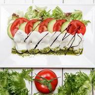Капрезе с авокадо Фото