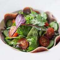Салат с говяжьим языком и соусом тонато Фото