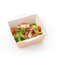 Салат с куриным филе и овощами Фото