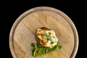 Картофель, запечённый с сыром и сметаной - Фото