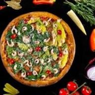 Цезарь с креветками пицца Фото