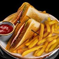 Сэндвич с ветчиной и картофелем фри Фото