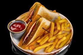 Сэндвич с ветчиной и картофелем фри - Фото