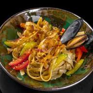 Wok с морепродуктами Фото