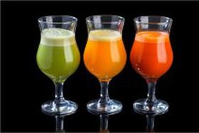 Свежевыжатые соки в ассортименте - Фото