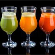 Свежевыжатые соки в ассортименте Фото