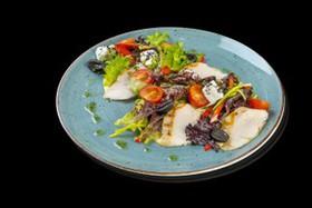 Салат с курицей и овощами - Фото