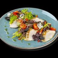 Салат с курицей и овощами Фото