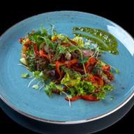 Салат с ростбифом и соусом песто Фото