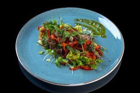 Салат с ростбифом и соусом песто - Фото
