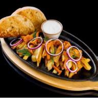 Жареный картофель со свежими лисичками Фото