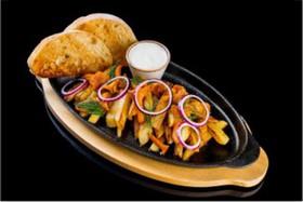 Жареный картофель со свежими лисичками - Фото