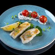 Филе судака с брокколи и соусом Фото