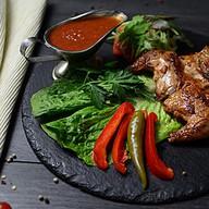 Цыпленок на углях с травами Фото
