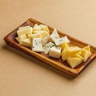 Ассорти сыров Фото