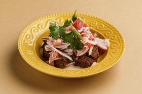 Томаты со сванской солью и сметаной - Фото