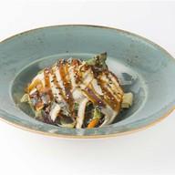 Салат из угря и фунчозы под соусом унаги Фото