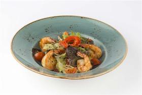 Салат с тигровыми креветками, томатами - Фото