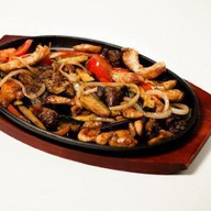 Мясное ассорти в огне (острое блюдо) Фото