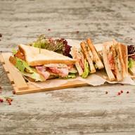 Сэндвич клаб (островатое блюдо) Фото