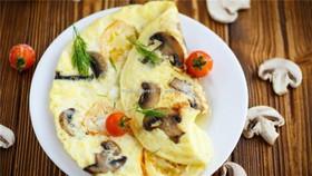 Омлет с сыром, грибами и томатами черри - Фото