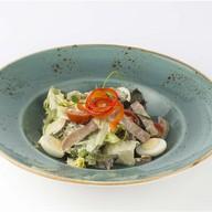 Салат с языком, шампиньонами и яйцами Фото
