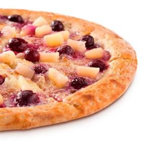 Пицца-пирог с вишней и ананасом - Фото
