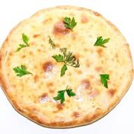 Осетинский пирог ветчина, сыр и грибы Фото