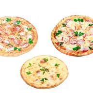 2 пиццы + пирог Фото