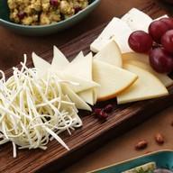 Тарелка грузинских сыров Фото