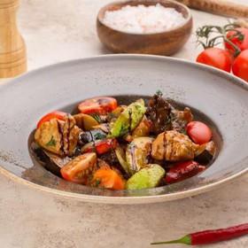 Мясное ассорти с овощами - Фото