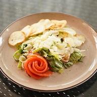 Цезарь салат с лососем Фото