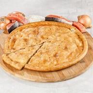 Пирог с красной рыбой и рисом Фото