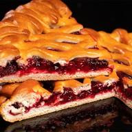 Пирог с брусникой на дрожжевом тесте Фото