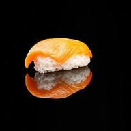 Суши сяке с лососем Фото