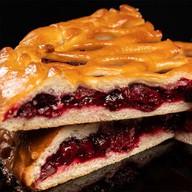 Пирог с вишней на дрожжевом тесте Фото