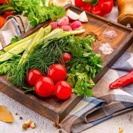 Сезонные овощи и зелень Фото