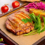 Свинина барбекю с запеченным картофелем Фото