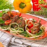Шашлык грузинский из баранины с зеленью Фото
