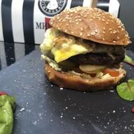 Гамбургер с говяжьей котлетой Фото