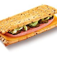 Классический сэндвич с ветчиной и сыром Фото