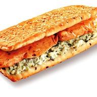Большой сэндвич с куриной грудкой Фото