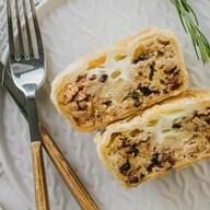 Пирог бекон с шампиньонами в соусе Фото