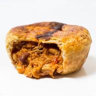 Пирог свинина с овощами в соусе сальса Фото