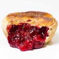 Пирог вишня с клубникой Фото
