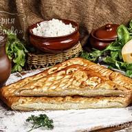 Пирог слоеный с творогом и сыром Фото