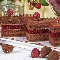 Пирожное Шоколадный трюфель с малиной Фото