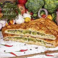 Пирог слоеный с курицей и брокколи Фото