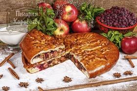 Пирог c клюквой, яблоками и корицей - Фото