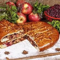 Пирог c клюквой, яблоками и корицей Фото